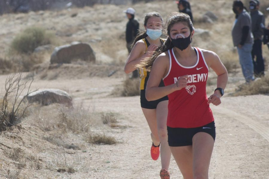 Sara Perez '22 outpaces her opponent